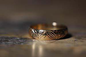 Reparation av handgravyr på en gammal ring