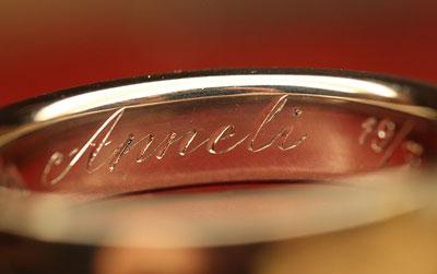 Handgravyr-text-namn-inuti-ring-vigselring